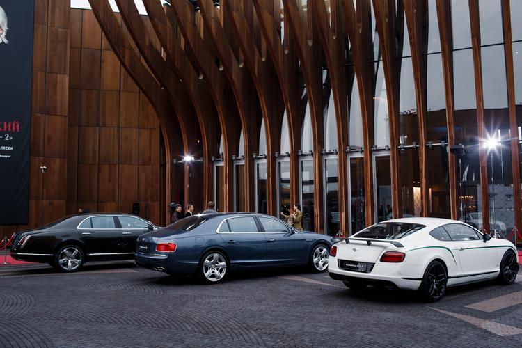 ЭКСТРАОРДИНАРНАЯ ПРЕЗЕНТАЦИЯ BENTLEY BENTAYGA В КОНЦЕРТНОМ ЗАЛЕ «БАРВИХА LUXURY VILLAGE» - изображение 042 на Bentleymoscow.ru!