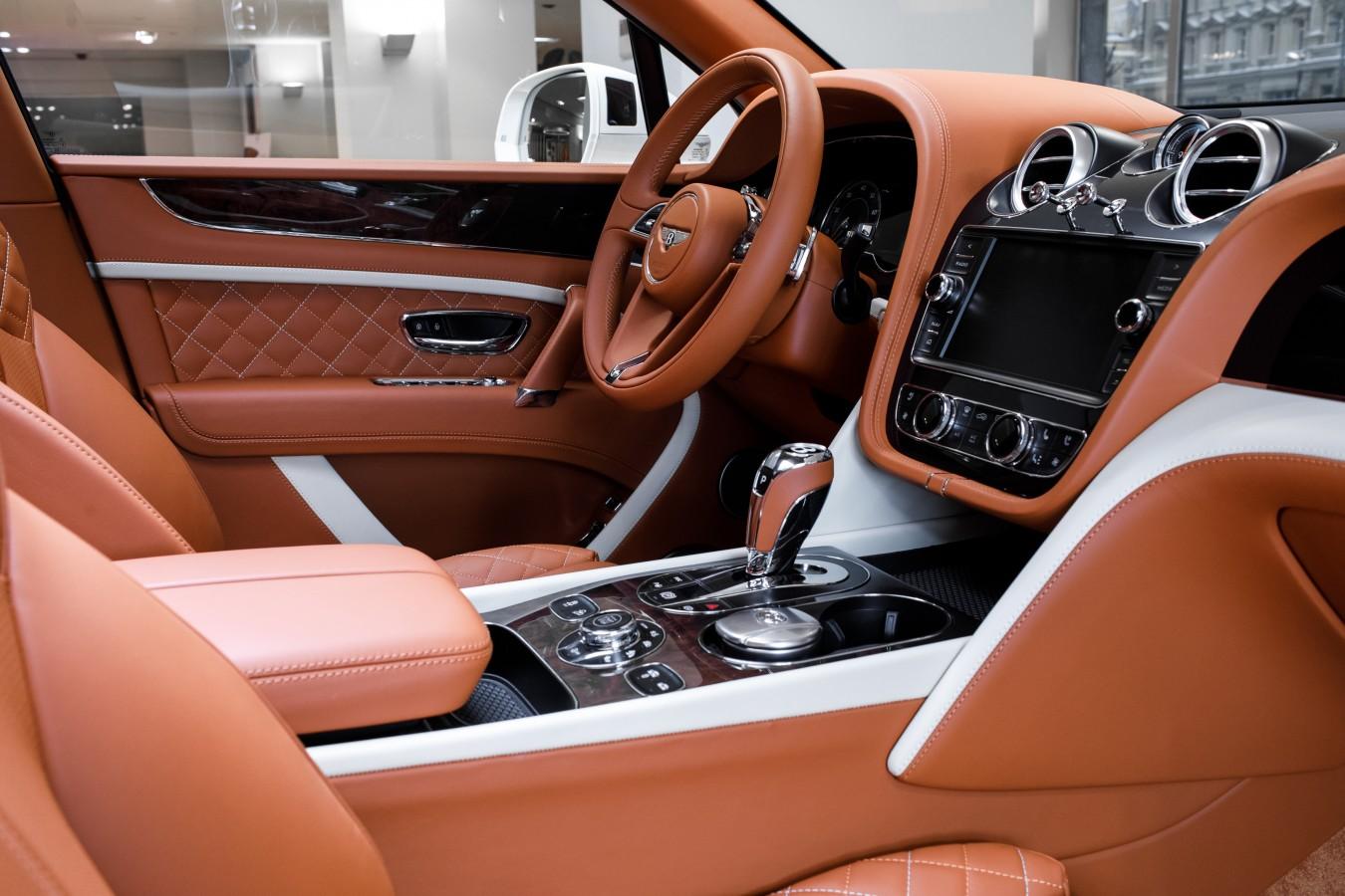 Для нее - изображение 060218Bentley_022 на Bentleymoscow.ru!