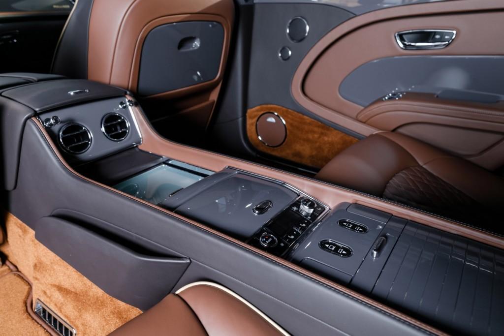 Bentley Mulsanne EWB Hallmark Edition Gold Pack - изображение 091117Bentley_010-1024x683 на Bentleymoscow.ru!
