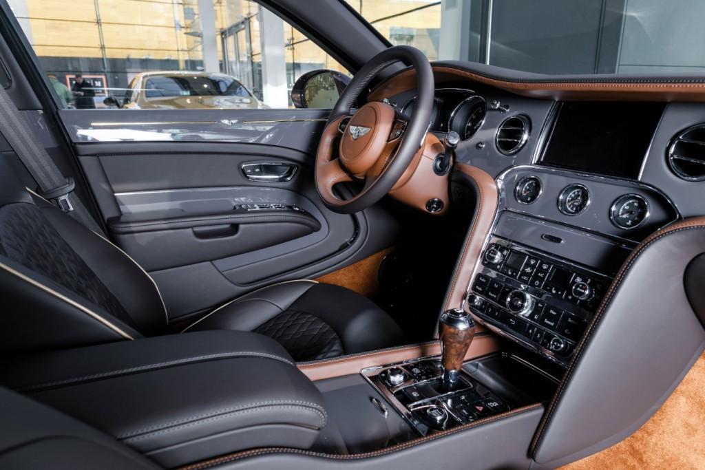 Bentley Mulsanne EWB Hallmark Edition Gold Pack - изображение 091117Bentley_013-1024x683 на Bentleymoscow.ru!