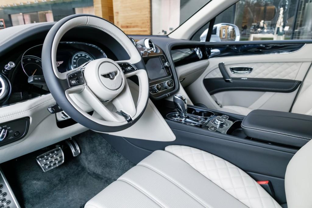 Bentley Bentayga Moonbeam - изображение 091117Bentley_039-1024x683 на Bentleymoscow.ru!