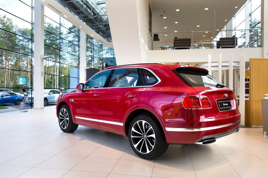 Bentley Bentayga Dragon Red - изображение AR1X7714-1024x683 на Bentleymoscow.ru!