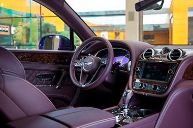 Bentley Bentayga Peacock - изображение Bentley-Bentayga-Azure-Purple1 на Bentleymoscow.ru!