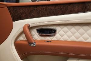Bentley BENTAYGA Old English White - изображение IMG_2603-300x200 на Bentleymoscow.ru!